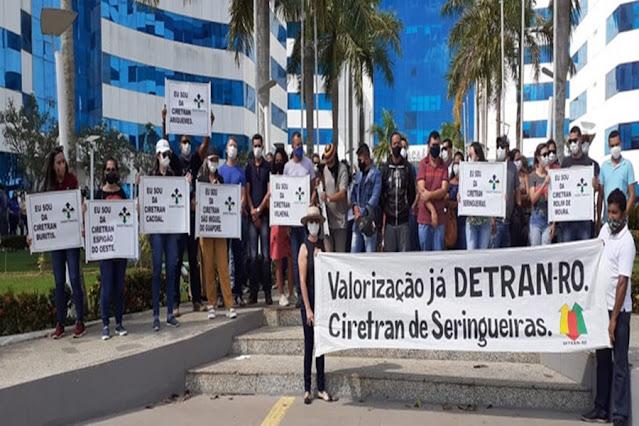 Servidores do Detran realizam manifestação em busca de realinhamento salarial