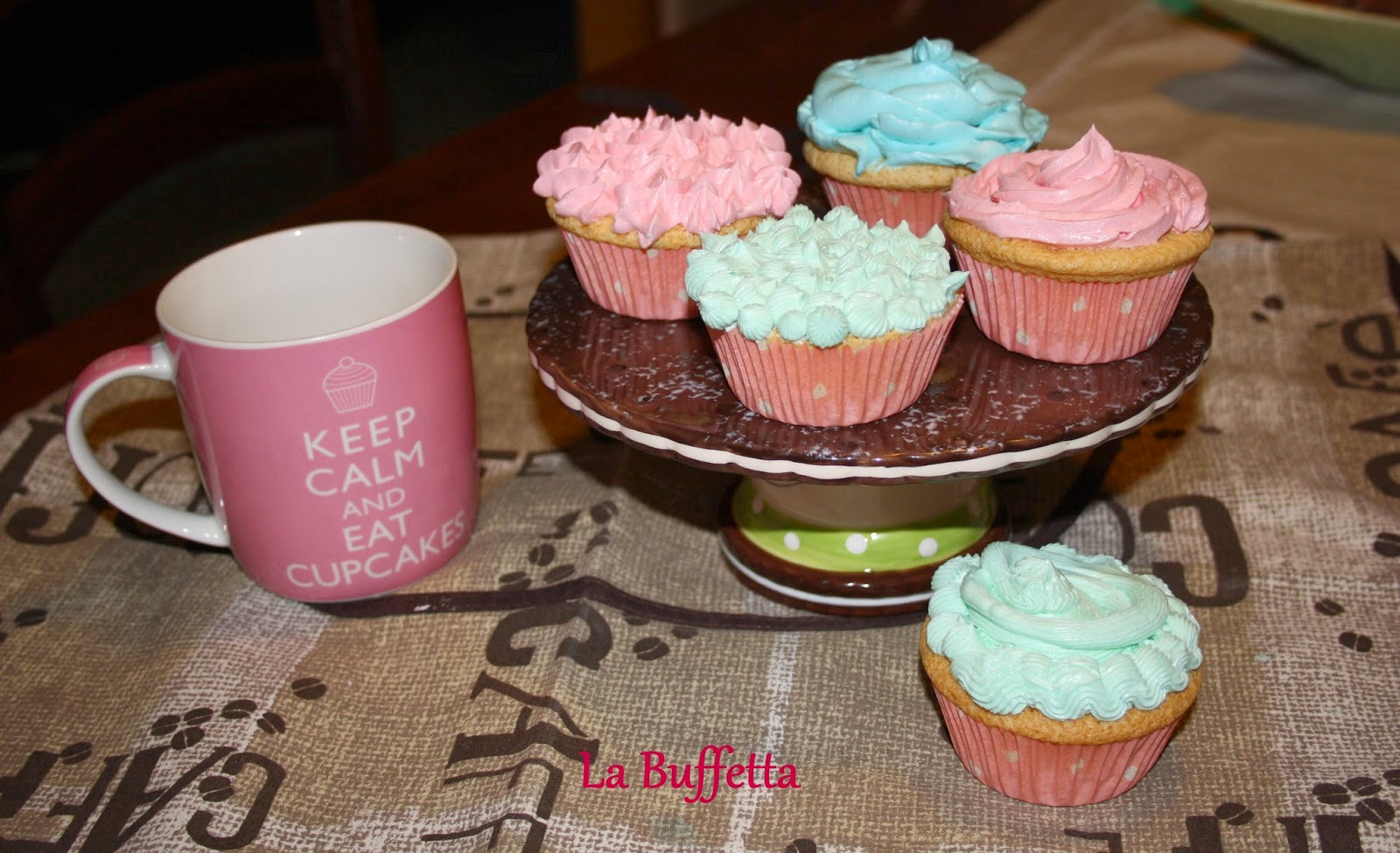 Diary Of A Mad Hungry Woman: Easy Vanilla Cupcake Recipes