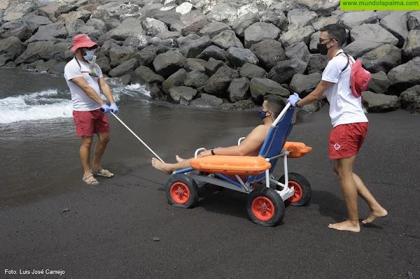 Cruz Roja en Canarias brinda el servicio de Baño Asistido en 16 playas del litoral