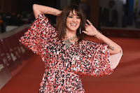 Asia Argento, sorrisi e paillettes sul red carpet
