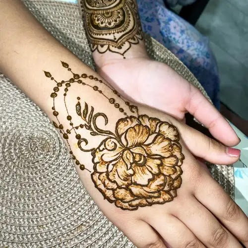 Flowers-with-leaves-henna-design