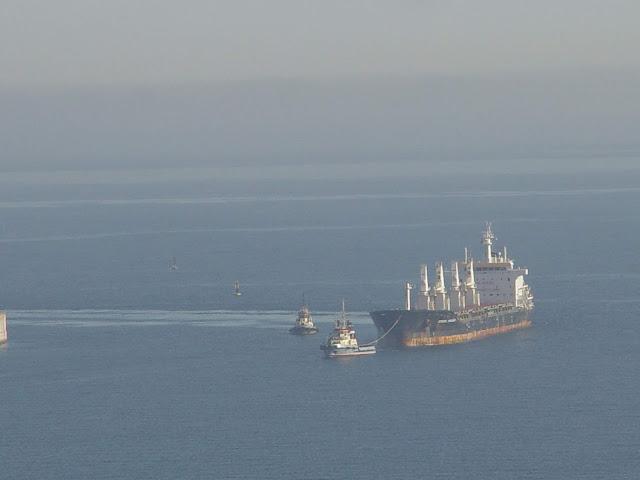 barco-puerto-el-musel-gijon