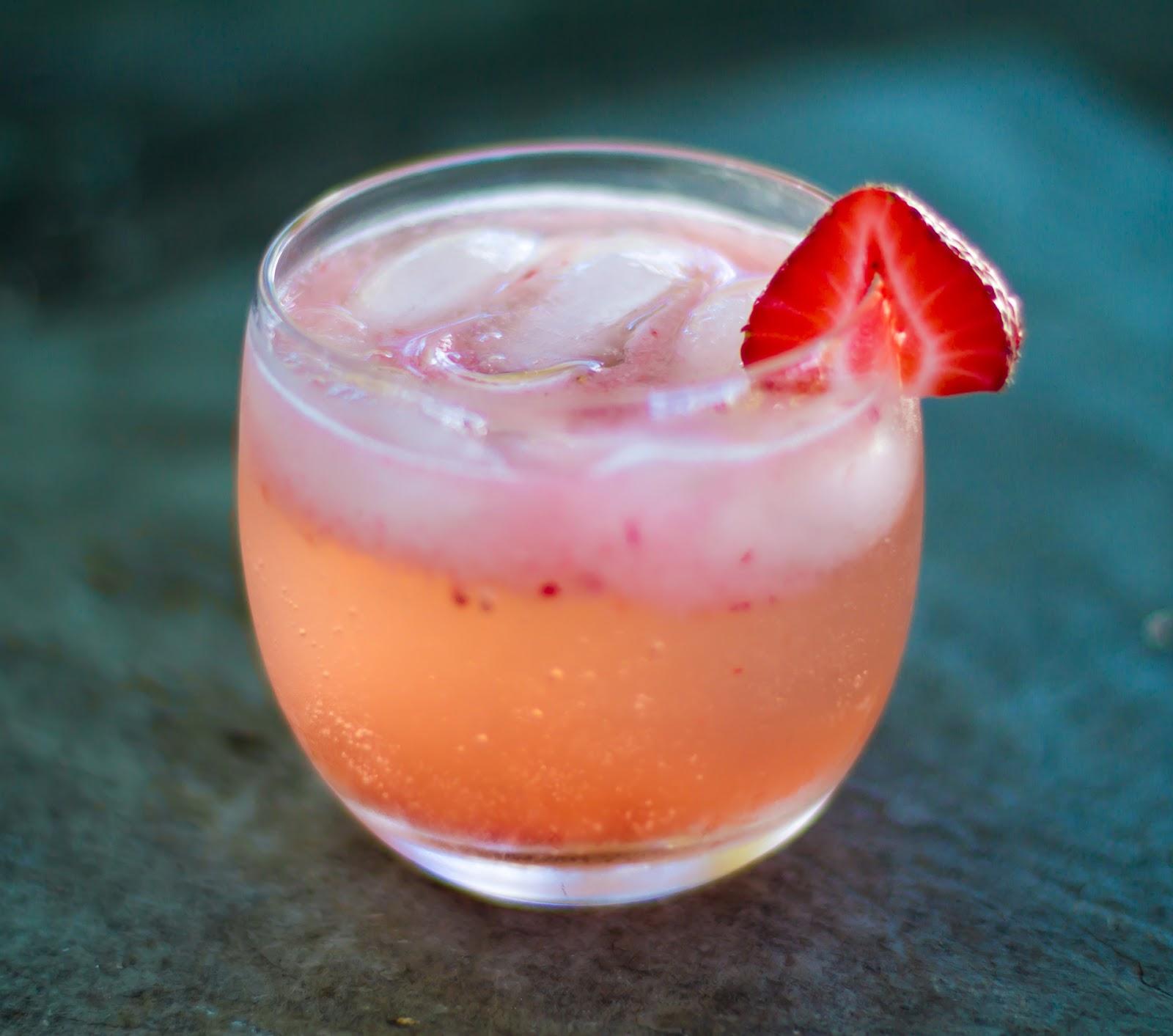 Strawberry Elderflower Gin Fizz | Local Food Rocks
