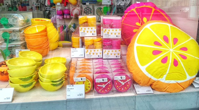 Flying Tiger Rotterdam store Pillow light chain bowls citrus fruit lemon pink grapefruit clock