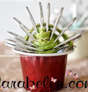 http://clarabelen.com/inspiraciones/3493/reciclaje-pequenos-cactus-hechos-con-argollas-o-aros-de-refrescos-y-capsulas-de-nespresso/