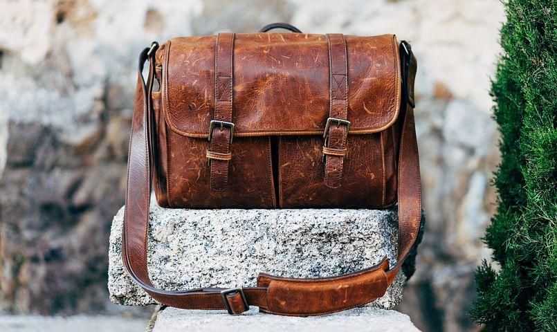 Rawat tas sesuai jenis bahannya