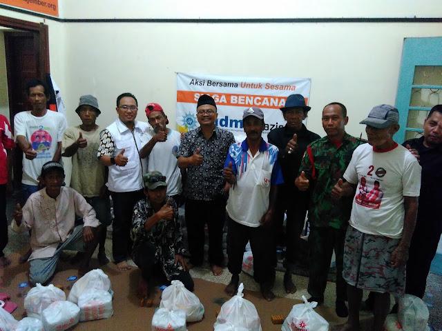 Team Lazismu Jember, drh. Puput Rijalu Wijaya selaku Wk. Ketua PDM Jember bersama abang Becak dikawal KOKAM