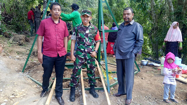 Didampingi Dansatgas TMMD Kodim 1424/Sinjai, Ketua DPRD Tinjau Pembangunan Jembatan Gantung