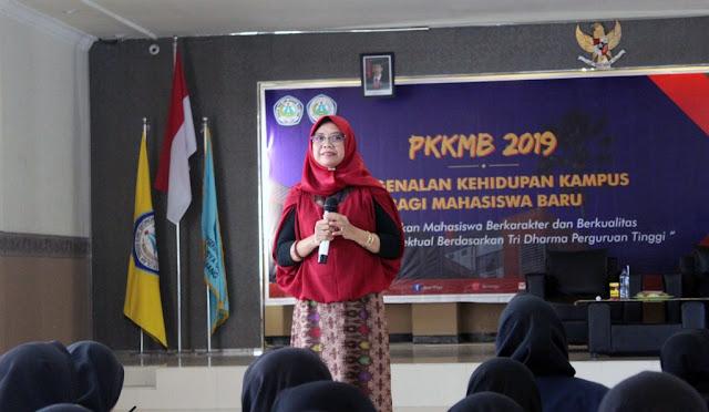 Ketua Widya Gama Lumajang membuka PKKMB