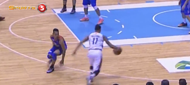 Chris Newsome's NASTY Crossover On Jayson Castro (VIDEO)
