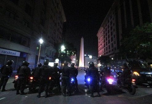 Docentes argentinos irán a paro este martes en rechazo a represión