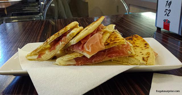Piadina, pão típico da Emília-Romanha, Itália