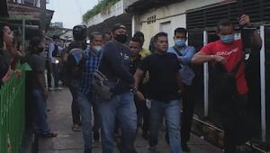 Saat Melakukan Penangkapan Bandar Narkoba, Warga Lempari Petugas Dengan Batu