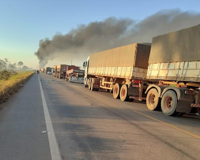 Congestionamento na BR-364 após acidente em Itapuã do Oeste (RO)