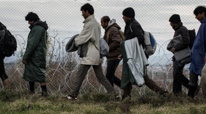 «Καταρρέει» ο Έβρος: Χιλιάδες παράνομοι μετανάστες κατακλύζουν τη βόρεια Ελλάδα - «Όργιο» ελληνοποιήσεων αλλοδαπών