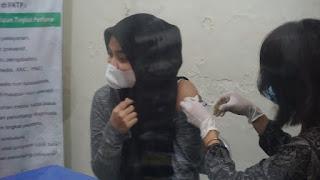 Keluarga Besar TNI Kodim 0719/Jepara Terima Vaksinasi Covid-19 Tahap Pertama