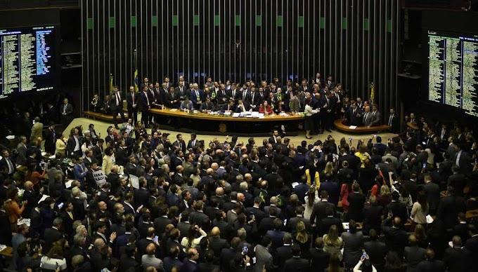 Contrariando partidos, 19 deputados 'rebeldes' da oposição votaram a favor da reforma