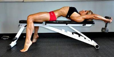 Pull over ejercicio mujer rutina