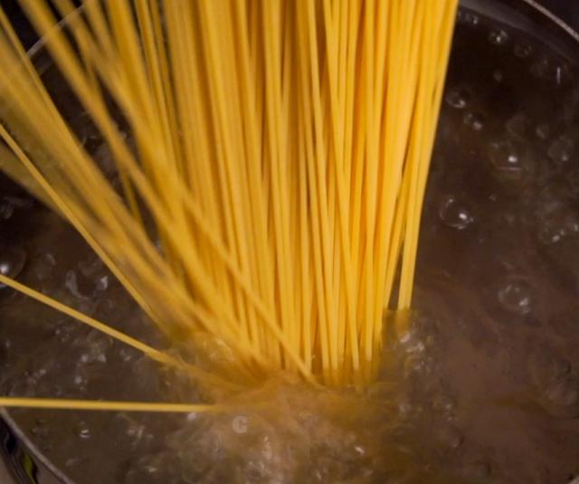 boil spaghetti