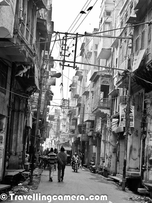 Walking around the streets and shopping in Old Markets of Amritsar :  Personally I love to wander in streets and old markets of Amritsar city. Being a very old city of India, it has it's own charm and with modernisation it offers both sides of the city. The part I love is that old markets of Amritsar still have their own charm. Although at times it's irritating to walk in these narrow lanes which are not very clean. Especially in summers we can't even think of going there. In North India, Amritsar is one of the worst city if we talk about weather. It's one of the coldest city of North India during winters and same situation in summers. Summers become intolerable because of added problems of pollution in old part of Amritsar.