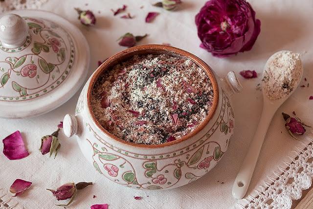 recette de nettoyant naturel bio fait maison pour le visage et le corps à la rose
