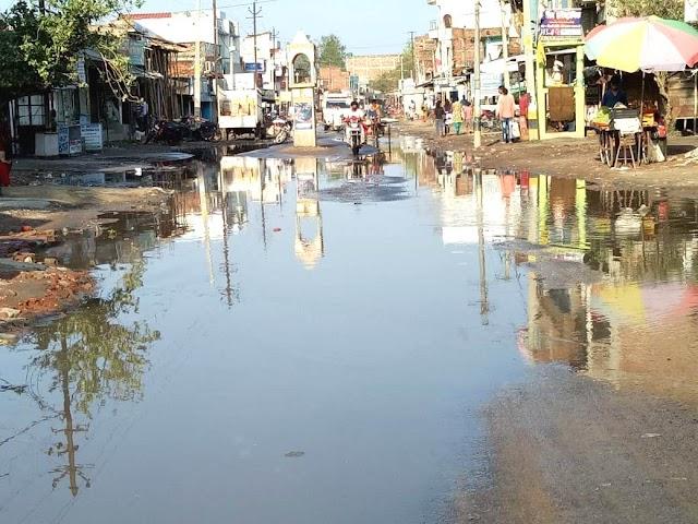 वर्षा की पानी से झील में तब्दील बेनीपट्टी की कई सड़कें व चौक