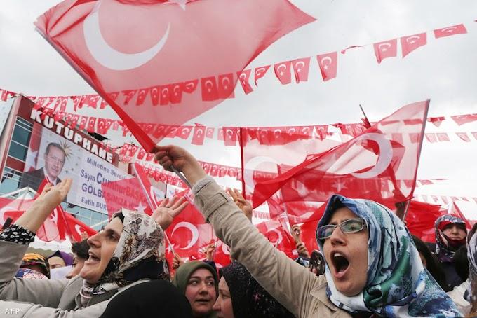 Megkezdődött Törökországban a per a kurdbarát párt számos tagja ellen a 2014-es tiltakozások miatt