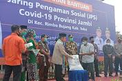 Didampingi Sukandar, Gubernur Jambi Menyerahkan JPS Kepada 1.711 KPM di Tebo