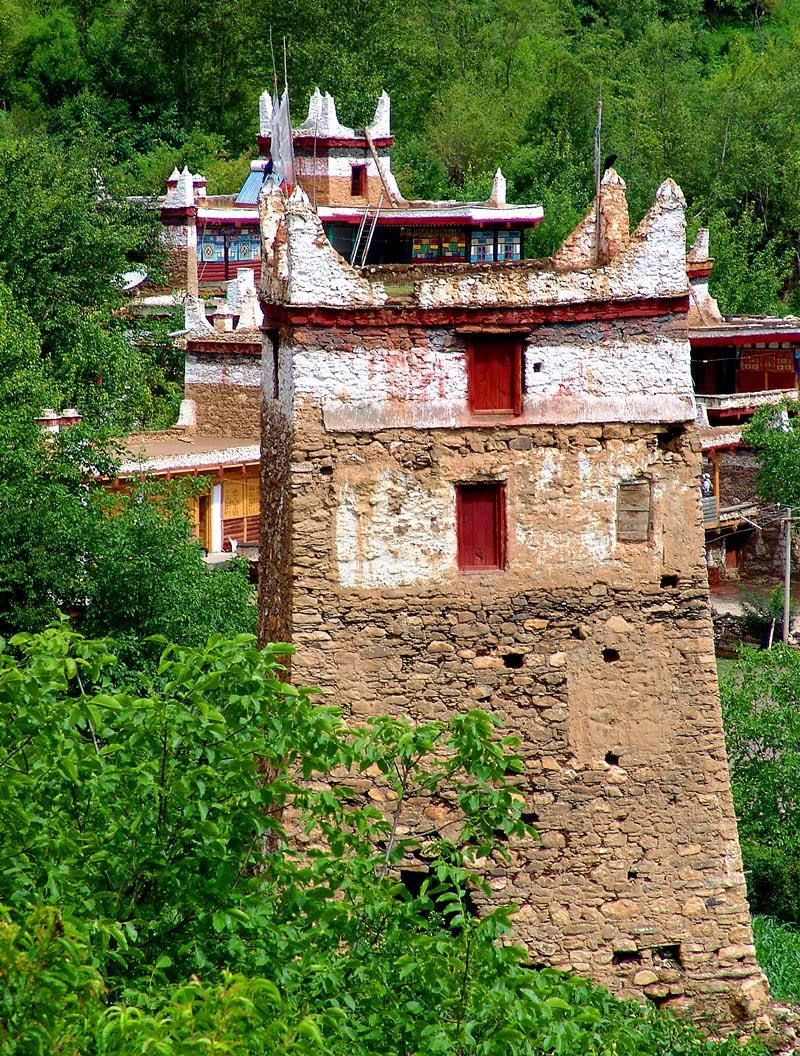 "Danba, Rongzhag is famous for ""Thousand stone castle kingdom"", with many kinds of old stone castles (watchtower, ""Qionglong"" in ancient) scattered over the county, built as early as 1700BC. The watch tower in Shuopo village is very varities."