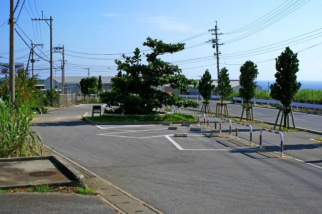 チビチリガマ近くの駐車場の写真