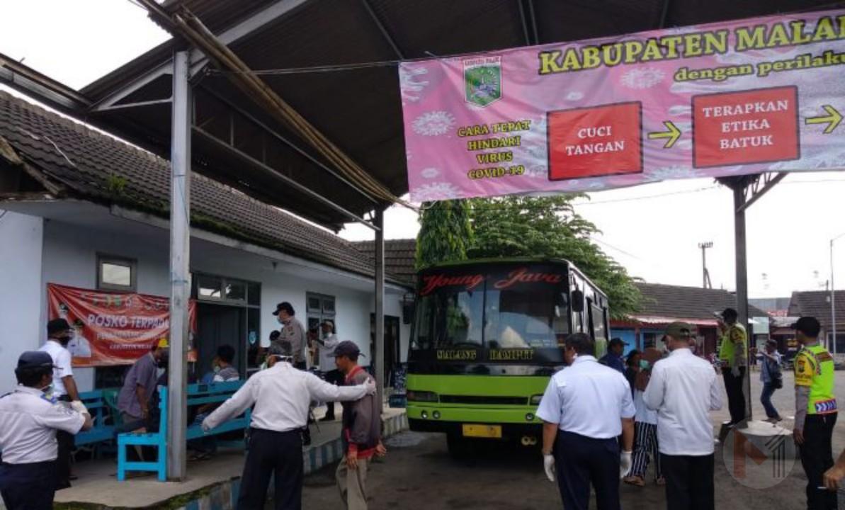 Polres Malang Dirikan Posko Terpadu, Penumpang Bus dan Kereta Wajib Jalani Pemeriksaan