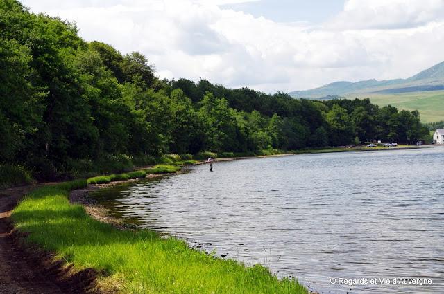 fraîcheur, nature, lac Chauvet, Auvergne, pêcheur