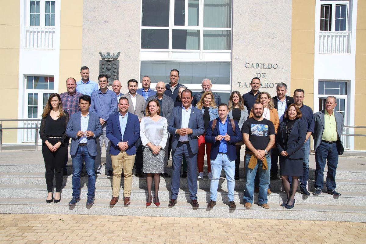 Grupos%2Bde%2BGobierno%2Bde%2Blos%2BCabildos%2Bde%2BFuerteventura%2By%2BLanzarote%2Bse%2Bre%25C3%25BAnen%2Bpara%2Bcoordinar%2Bpol%25C3%25ADticas%2Bcomunes%2B familia - Grupos de Gobierno de los Cabildos de Fuerteventura y Lanzarote se reúnen para coordinar políticas comunes