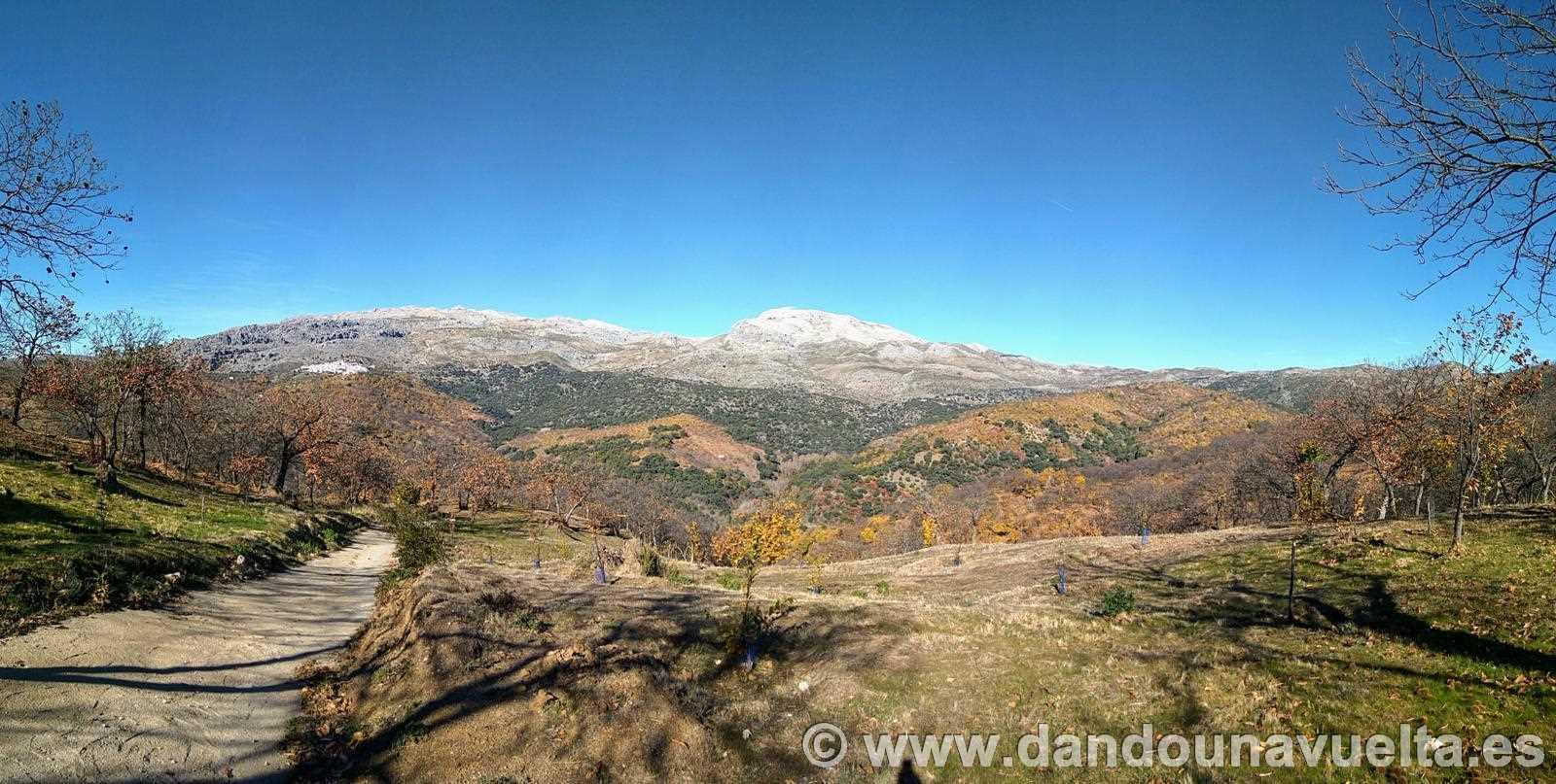Vistas durante el avituallamiento en la ruta de senderismo de los castaños Parauta