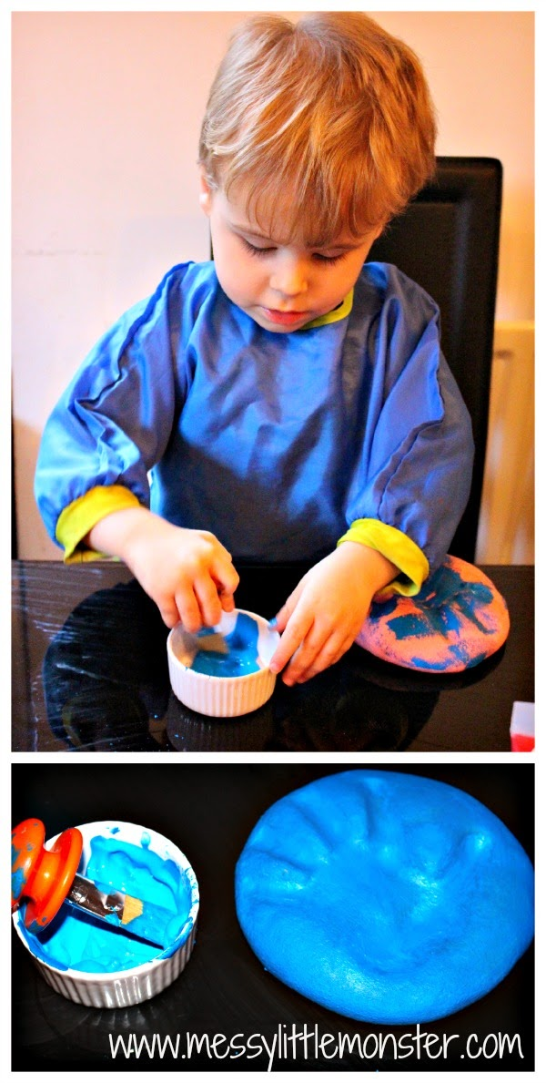 How to make a salt dough handprint keepsake using a simple salt dough recipe. A fun craft for babies, toddlers and preschoolers.