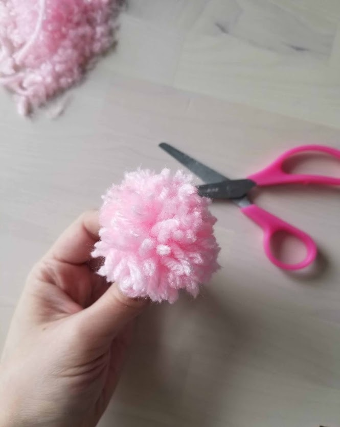 How to make pompoms using a business card