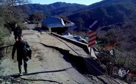 Μεσολόγγι: Εικόνες με τις ζημιές από μεγάλη κατολίσθηση στο Άνω Κεράσοβο