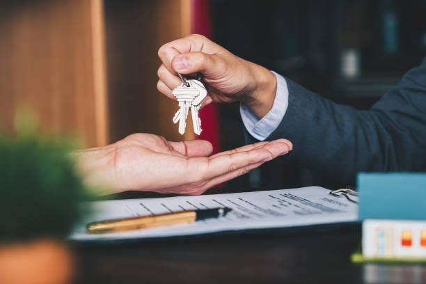 भारत में रियल एस्टेट ब्रोकर फीस कैसे काम करती है।How Real Estate Broker Fees Works in India.