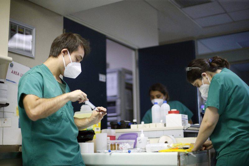 Hospitales deben llenar montones de cargos transitorios