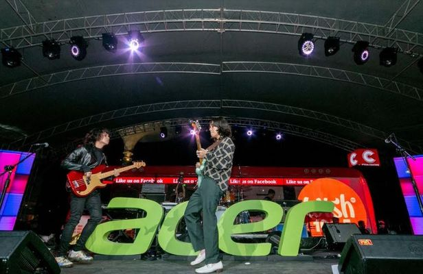 Acer Day with Moira dela Torre and IV of Spades at Eton Centris Walk