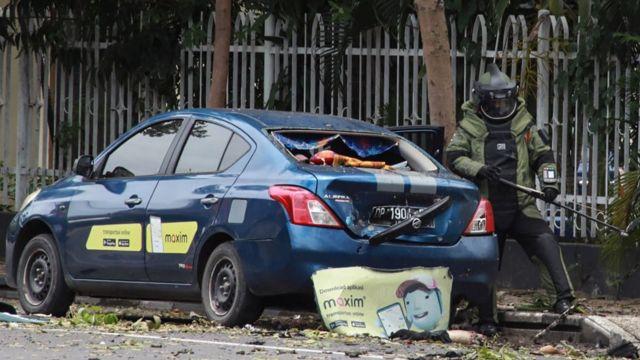 Hari ini Ahad (28/3), Bom meledak di Gereja Katedral Makassar. Polisi menyatakan bom yang meledak merupakan bom bunuh diri. Belum diketahui, motif dan tujuan pelaku Bom bunuh diri, soal Bom Bunuh diri juga masih perlu diperinci lagi.