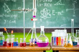 الامتحانات الوطنية في مادة الفيزياء و الكيمياء باك علوم فيزيائية