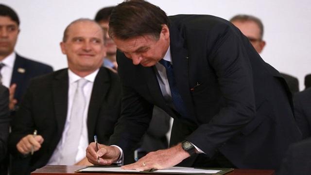 Bolsonaro sanciona lei que estabelece a autonomia do Banco Central