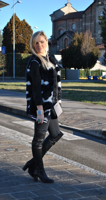 jeans e tacchi outfit jeans aderenti e stivali al ginocchio come abbinare gli stivali al ginocchio abbinamenti stivali al ginocchio abbinamento stivali aderenti e jeans aderenti abbinamenti stivali al ginocchio e jeans skinny over the knee boots and skinny jeans how to wear over the knee boots how to combine over the knee boots jeans skinny neri come abbinare i jeans skinny neri abbinamenti jeans skinny neri black skinny jeans how to wear black skinny jeans how to combine black skinny jeans how to match black skinny jeans blondie blonde girls blonde hair outfit febbraio 2016 outfit invernali casual winter outfits february outfits mariafelicia magno fashion blogger colorblock by felym fashion blog italiani fashion blogger italiane blog di moda blogger italiane di moda fashion blogger bergamo fashion blogger milano fashion bloggers italy italian fashion bloggers influencer italiane italian influencer