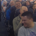 Subieron al avión y cuando la azafata empezó a hablar no pudieron parar de reírse