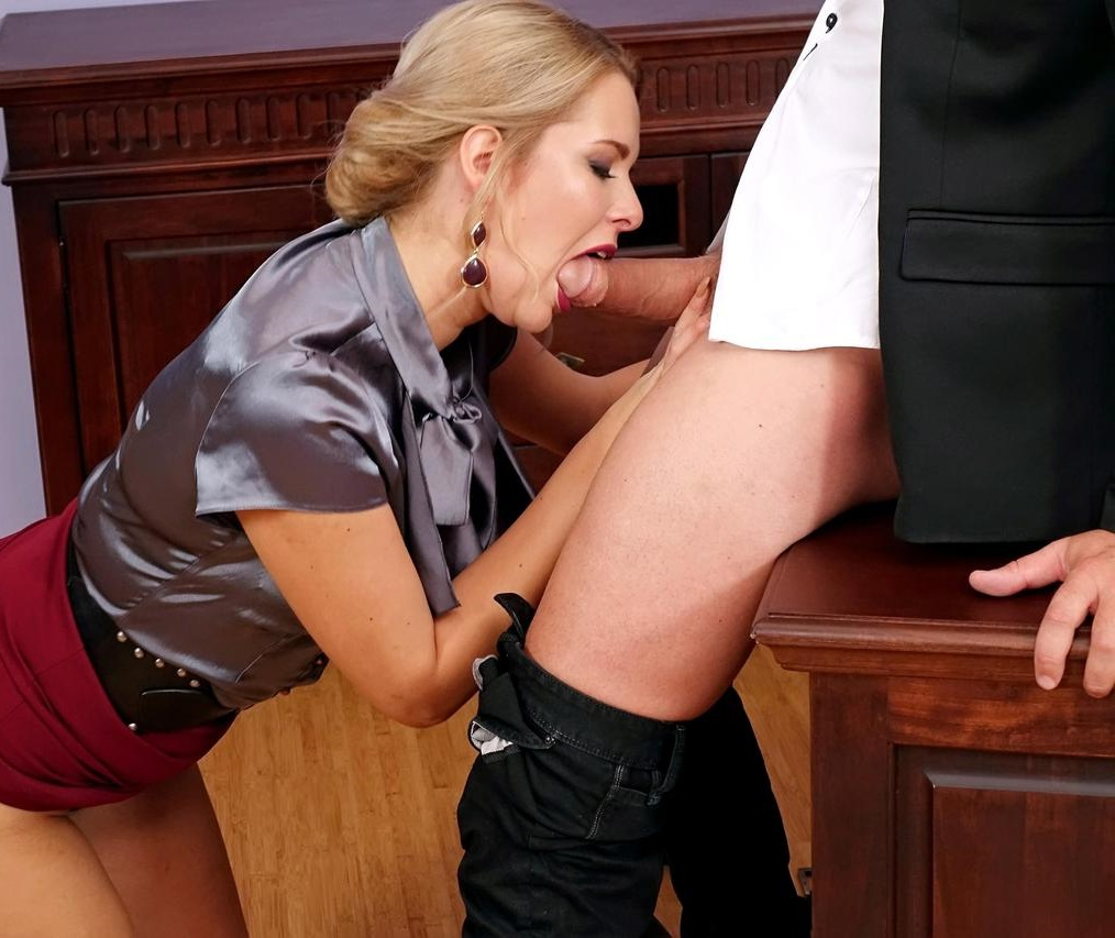 blowjob-secretary-miniskirt