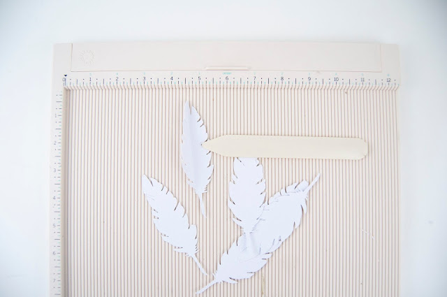 Ombre Paper Feather Wreath Tutorial cut with a Silhouette Cameo by Jen Gallacher for www.jengallacher.com #wreath #paperwreath #ombrewreath #silhouettecameo #jengallacher