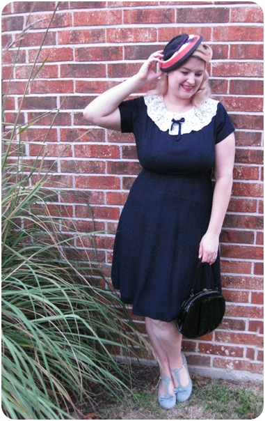 1940s plus size vintage dress and vintage 1940s straw hat via Va-Voom Vintage