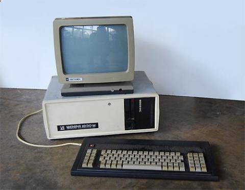 Cоветский IBM PC/XT-совместимый персональный компьютер Искра