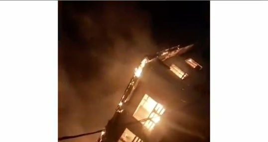 Fire Demolished Block 9, Obalende Police Barracks, Last Night, In Lagos - See Video